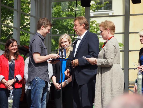 Tuomas Kärki vastaanottamassa vuoden helsinkiläisurheilijan palkintoa